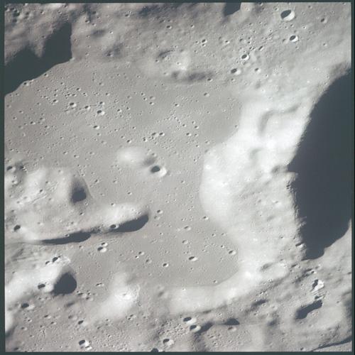 P0070-lune-dessus1