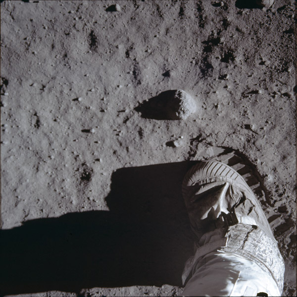 P0068-apollo-sur-lune-1