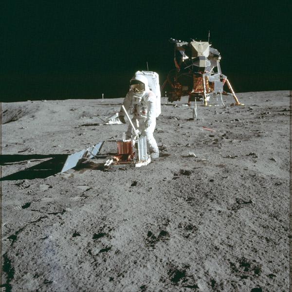 P0068-apollo-sur-lune-5
