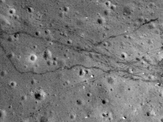 P0077-a17-traces-pas-rover